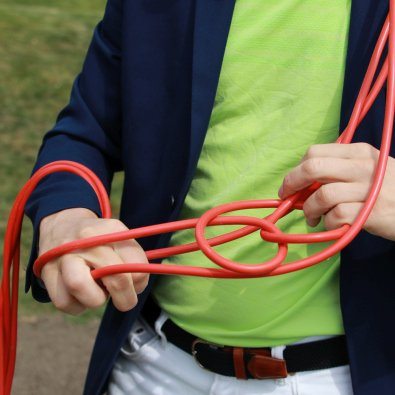 Arbetsglädjens motsats - två händer i ett kabeltrassel
